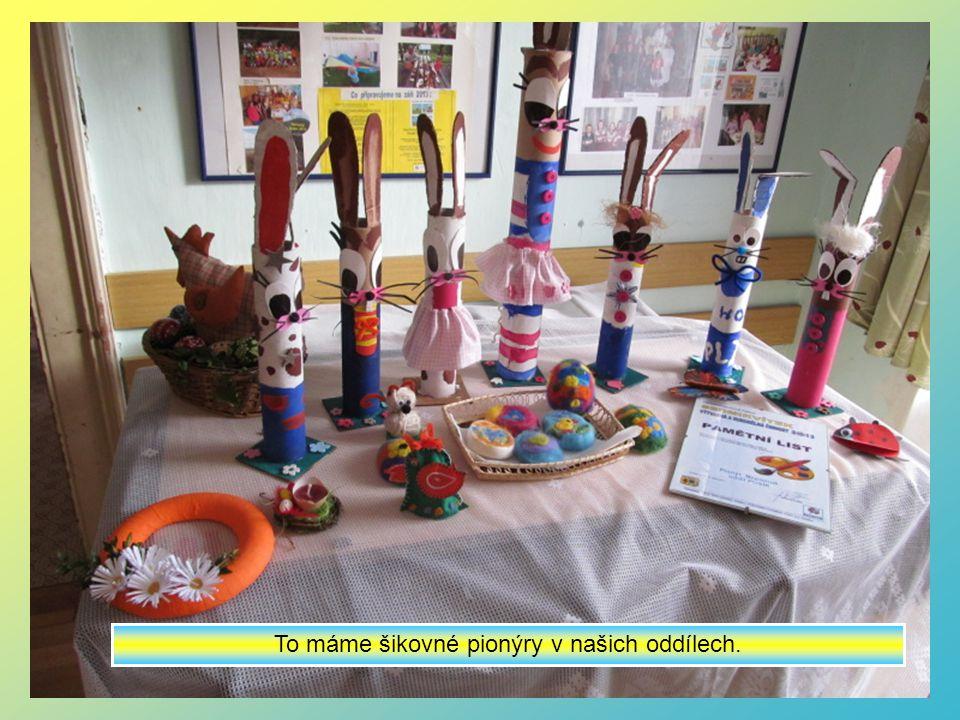 Vystaveny jsou velikonoční dekorace a výrobky oddílu Pusík a Knoflíci.
