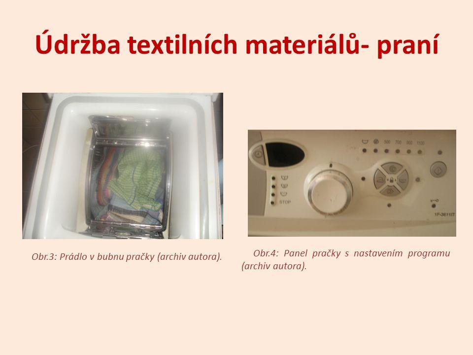 Údržba textilních materiálů - praní  Máchání o odstranění pracího prostředku z textilií o odstranění nečistoty uvolněné z textilií o mácháme 3x o poslední lázeň může být obohacena aviváží nebo škrobem [1]
