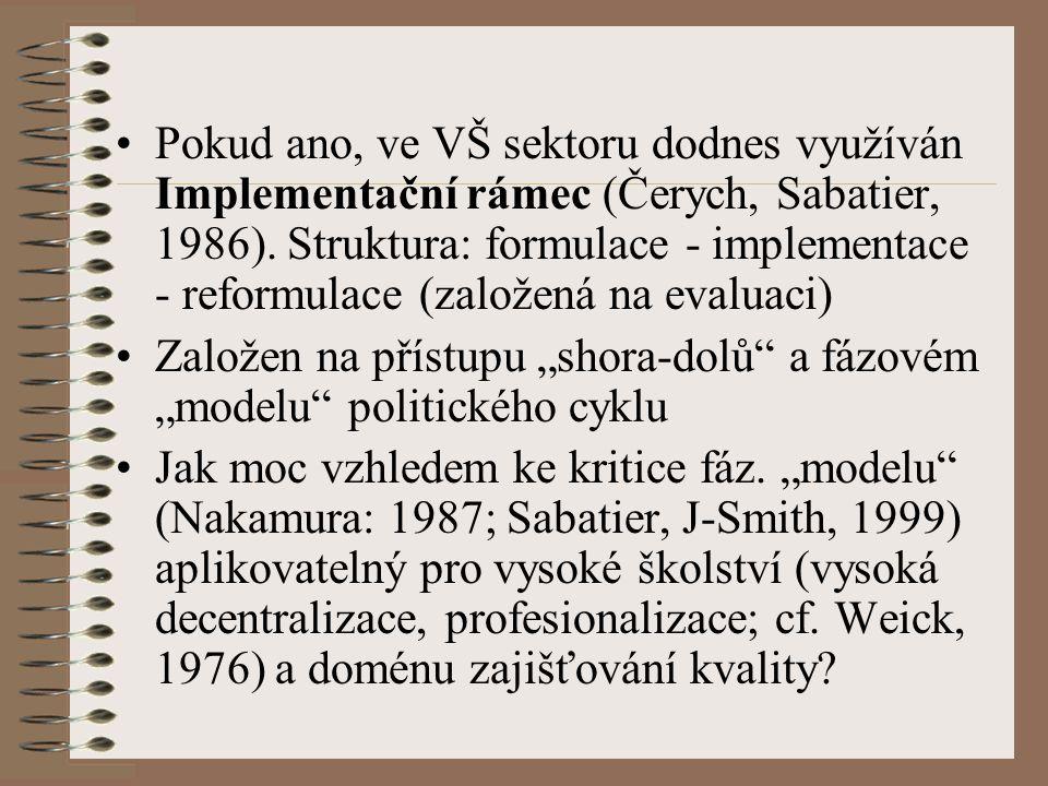 """Teoretická východiska práce Aplikace Implementačního rámce na studium implementačních procesů VŠ politik zajišťování kvality empiricky problematická Možné řešení: konceptualizace implementace politiky jako kontinuálního procesu akce a reakce (policy-action continuum framework; Barret, Fudge, 1981) charakteristického interakcí aktérů """"top a """"bottom úrovně"""