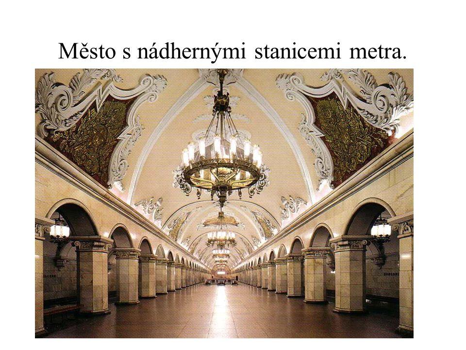 Město s nádhernými stanicemi metra.
