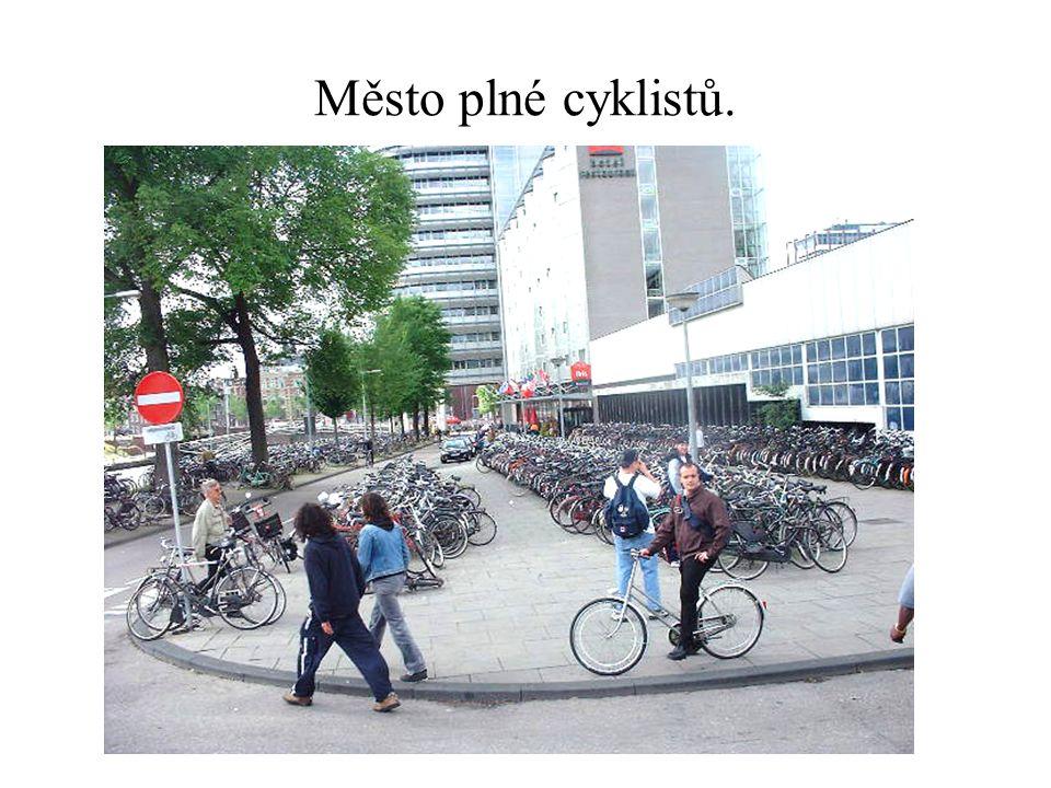 Město plné cyklistů.