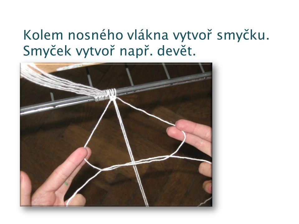 Kolem nosného vlákna vytvoř smyčku. Smyček vytvoř např. devět.