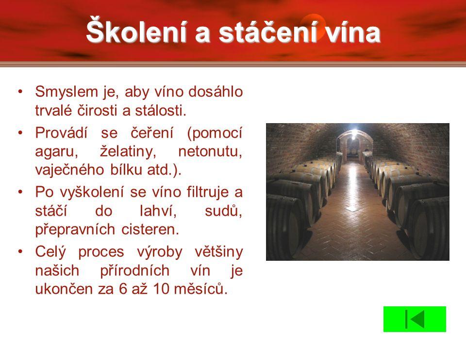 Školení a stáčení vína Smyslem je, aby víno dosáhlo trvalé čirosti a stálosti. Provádí se čeření (pomocí agaru, želatiny, netonutu, vaječného bílku at