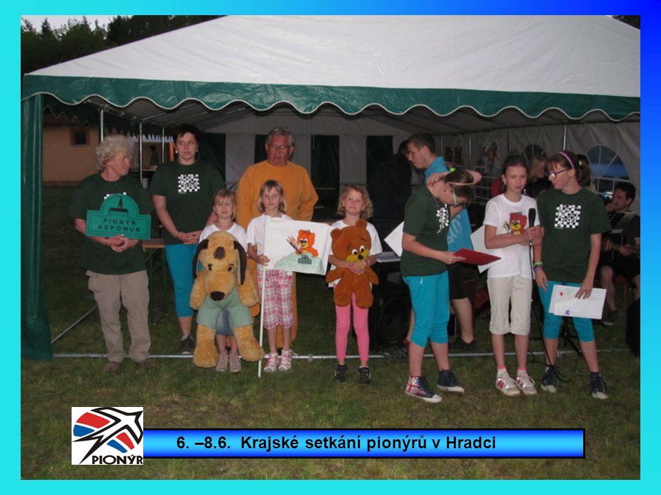 Nejvíc medvídků přinesla Doubravka. Eliška má medvídka i na tričku.