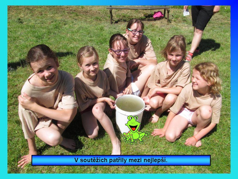 Nepomuk zastupovaly děvčata z oddílu Pusík.