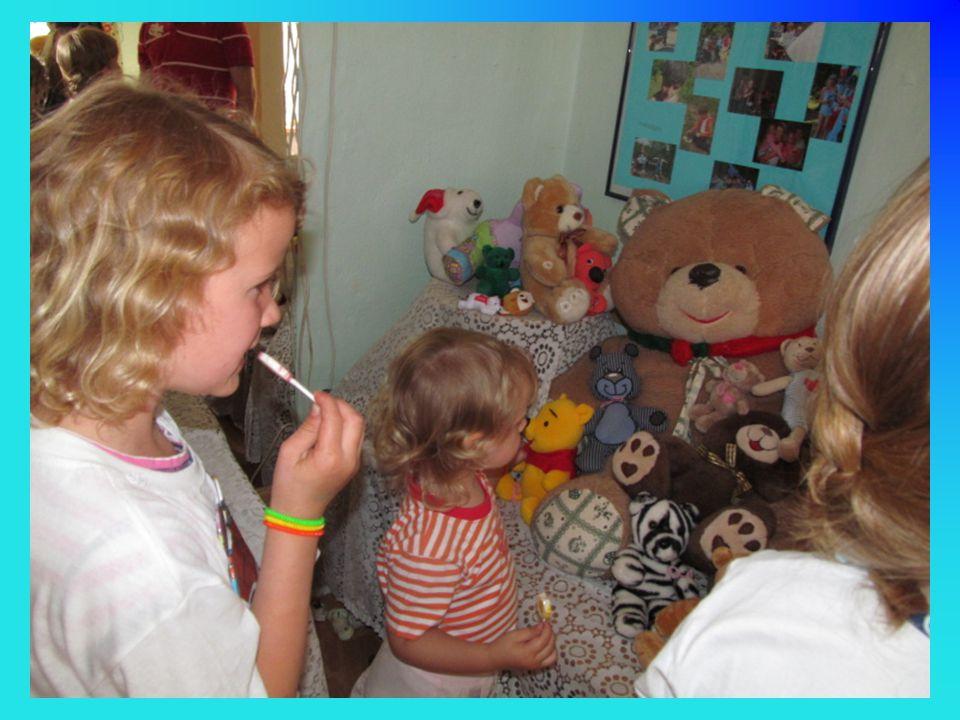 Děti z oddílu nám přinesly 181 medvídků a medvědů.