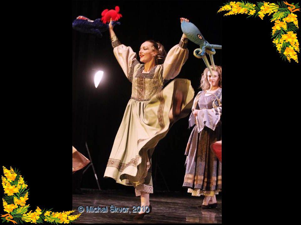 Rozverné tancování na středověkém trhu, inspirované hudbou tudorovské Anglie Rybářka Řezbářka Květinářka Tkadlena Selka