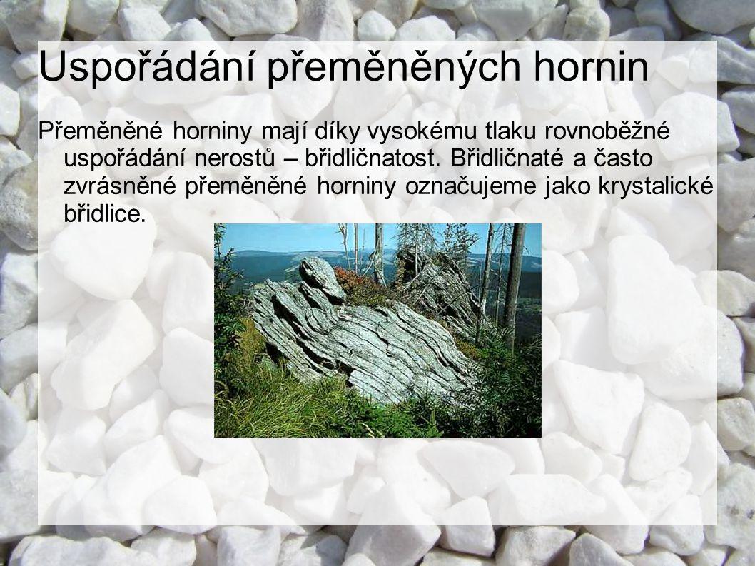 Uspořádání přeměněných hornin Přeměněné horniny mají díky vysokému tlaku rovnoběžné uspořádání nerostů – břidličnatost. Břidličnaté a často zvrásněné
