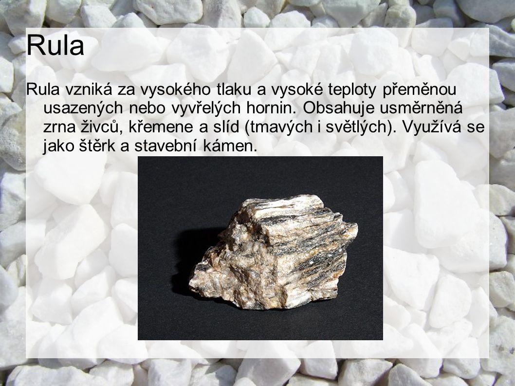 Krystalický vápenec (mramor) Krystalický vápenec vzniká přeměnou vápence a je tvořen různě velkými zrny kalcitu.