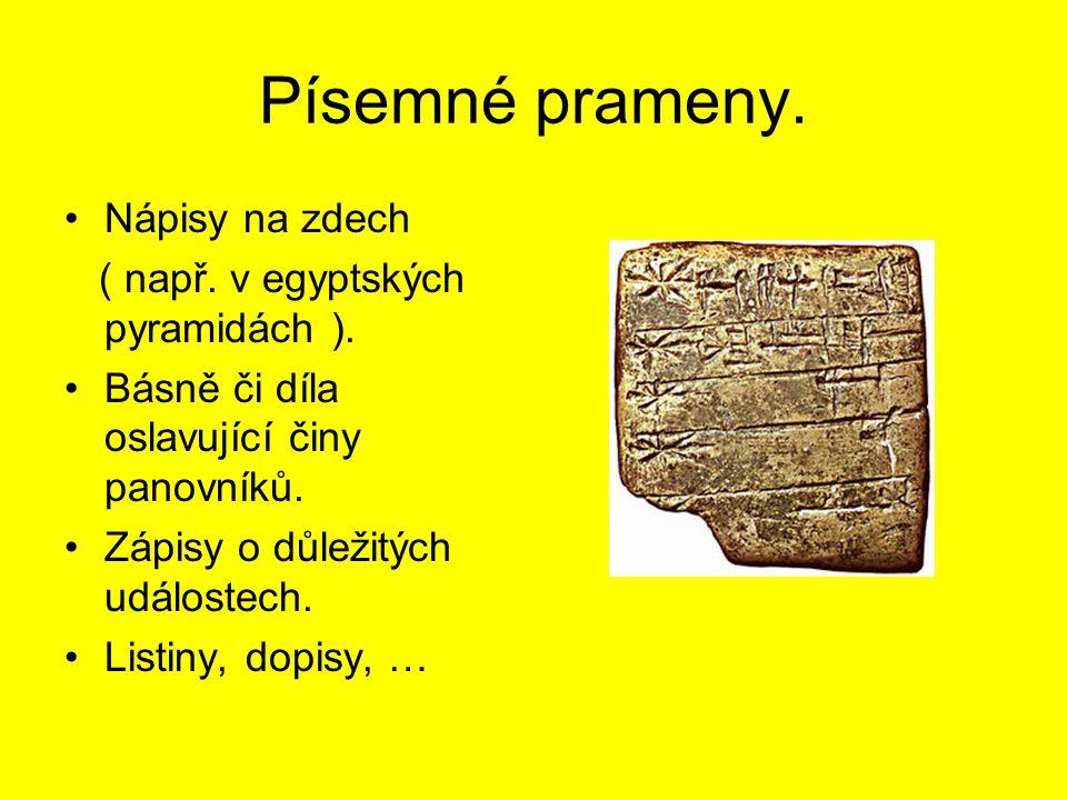 Písemné prameny. Nápisy na zdech ( např. v egyptských pyramidách ). Básně či díla oslavující činy panovníků. Zápisy o důležitých událostech. Listiny,