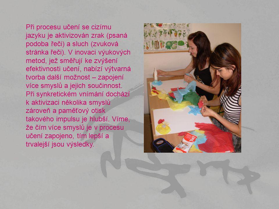 Při procesu učení se cizímu jazyku je aktivizován zrak (psaná podoba řeči) a sluch (zvuková stránka řeči). V inovaci výukových metod, jež směřují ke z