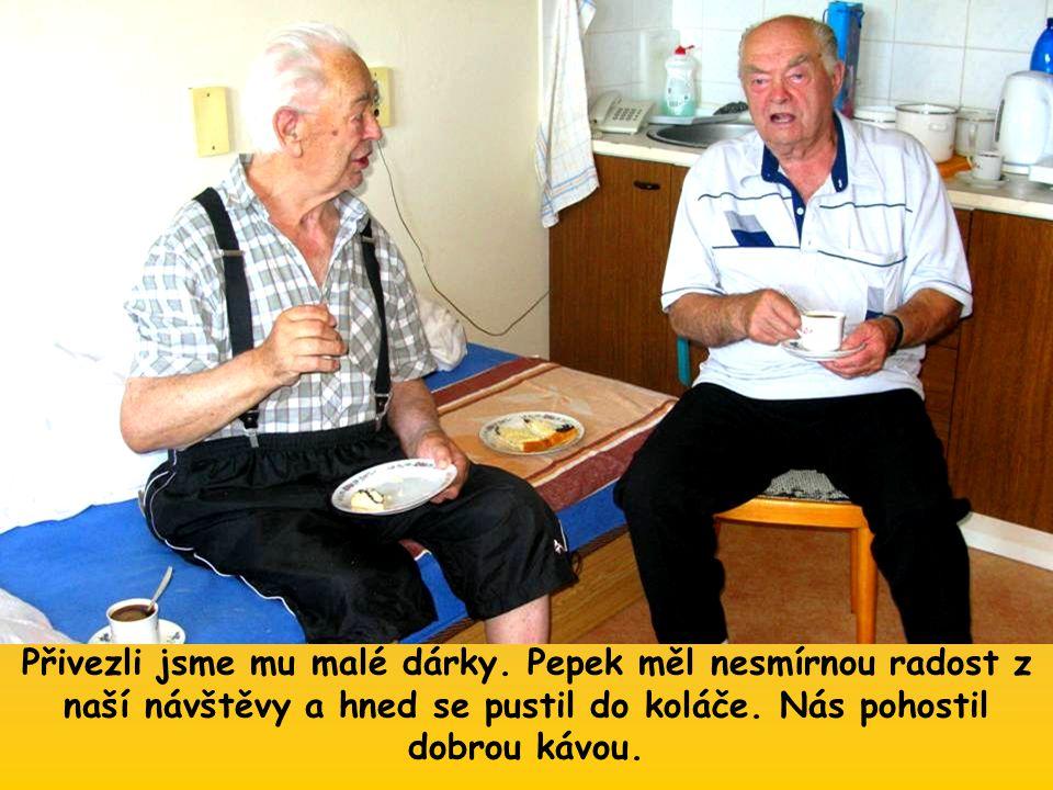 Můj kamarád Pepek, který v domově již delší dobu žije, nás za ním zavedl.