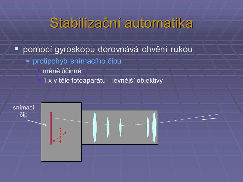 Stabilizační automatika  pomocí gyroskopů dorovnává chvění rukou  protipohyb snímacího čipu  méně účinné  1 x v těle fotoaparátu – levnější objektivy snímací čip