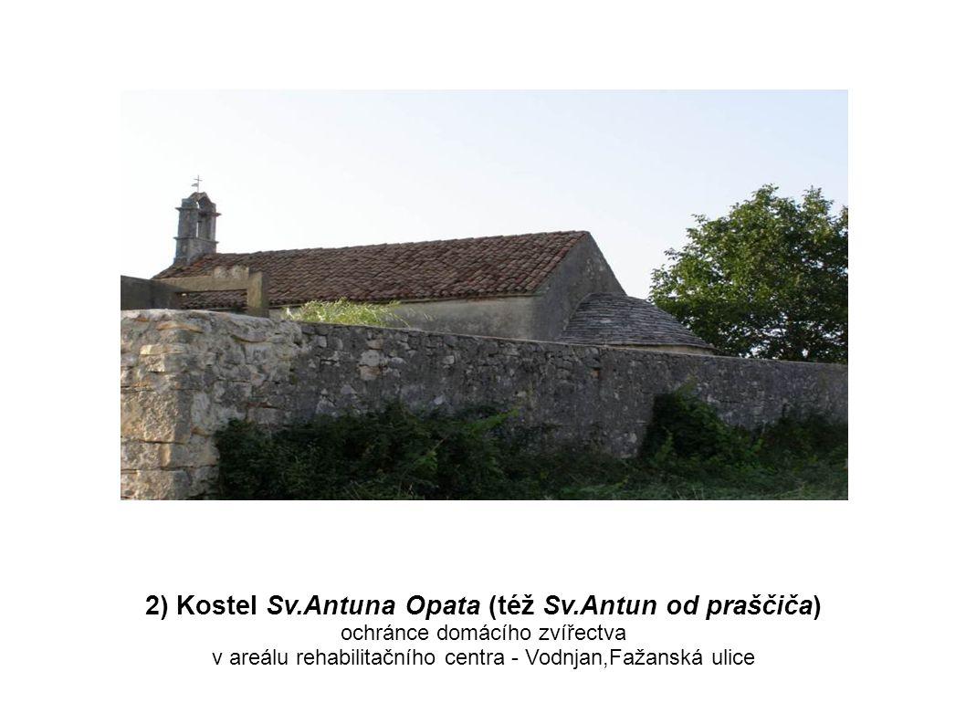 Kostel Sv.Antuna Opata Sv.Antun se selátkem plastika nad vchodem