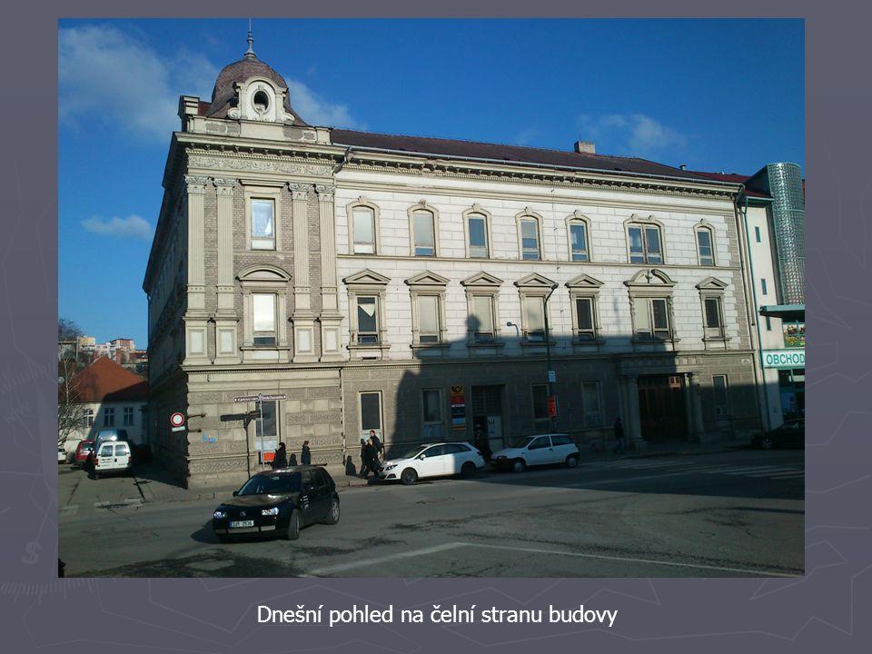 Dobový a současný pohled na rohovou kopuli budovy