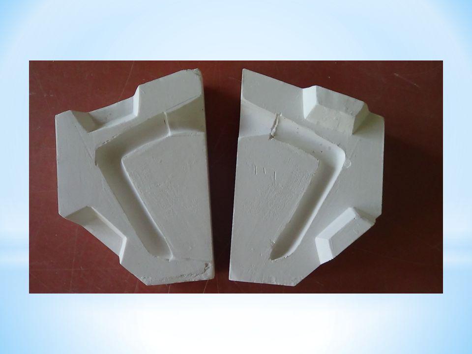 Hlavní formu necháme vysušit.Formu vyzkoušíme odlitím vzorku ouška z porcelánové hmoty.