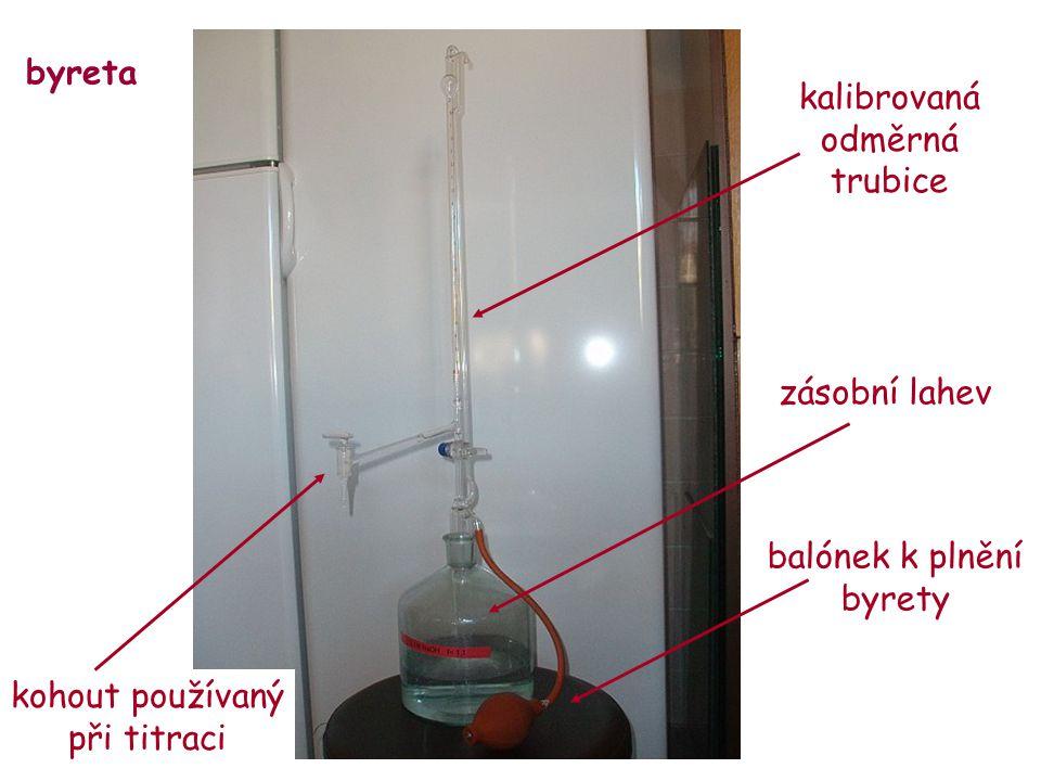byreta balónek k plnění byrety kalibrovaná odměrná trubice zásobní lahev kohout používaný při titraci