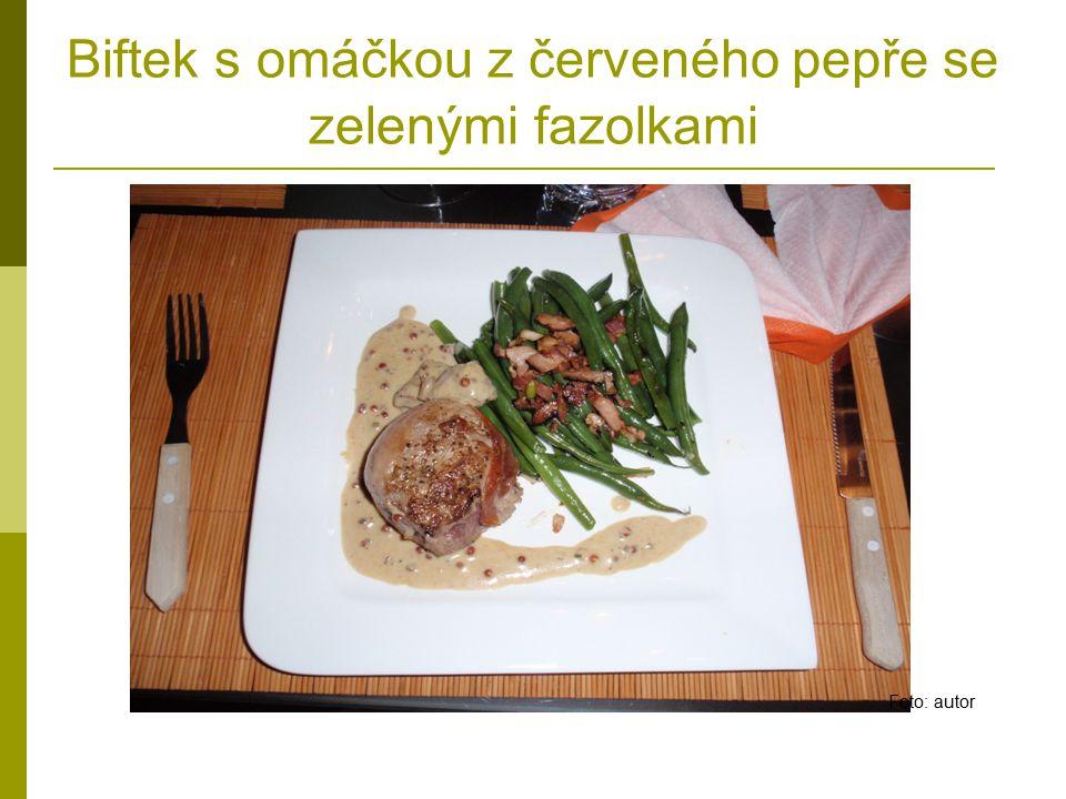 Biftek s omáčkou z červeného pepře se zelenými fazolkami Foto: autor