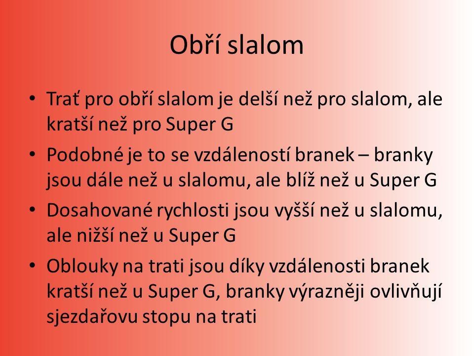 Obří slalom Trať pro obří slalom je delší než pro slalom, ale kratší než pro Super G Podobné je to se vzdáleností branek – branky jsou dále než u slalomu, ale blíž než u Super G Dosahované rychlosti jsou vyšší než u slalomu, ale nižší než u Super G Oblouky na trati jsou díky vzdálenosti branek kratší než u Super G, branky výrazněji ovlivňují sjezdařovu stopu na trati