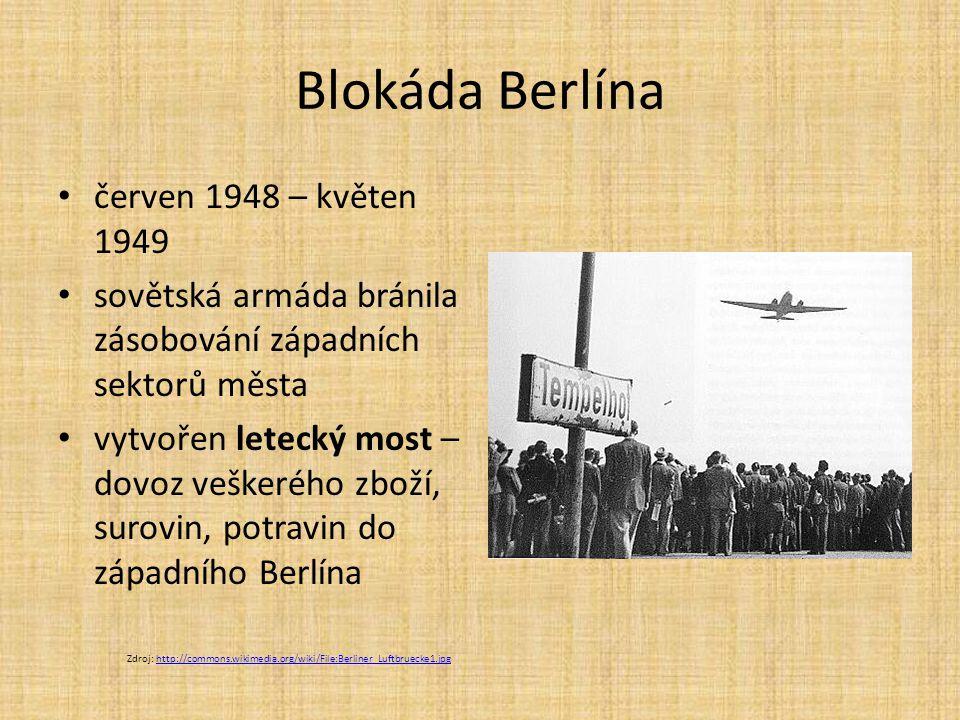 Blokáda Berlína červen 1948 – květen 1949 sovětská armáda bránila zásobování západních sektorů města vytvořen letecký most – dovoz veškerého zboží, surovin, potravin do západního Berlína Zdroj: http://commons.wikimedia.org/wiki/File:Berliner_Luftbruecke1.jpghttp://commons.wikimedia.org/wiki/File:Berliner_Luftbruecke1.jpg