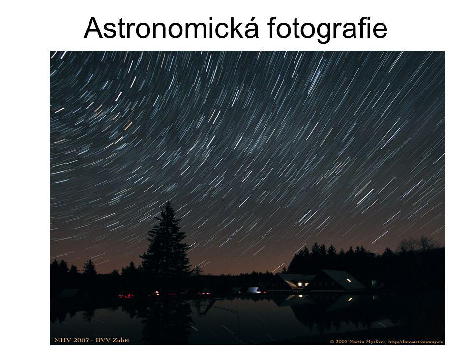 Astronomie - obory: A Amatérská – estetický, hraní si D Didaktická, popularizační – informační pro širší veřejnost P Profesionální – dokumentární Prolínání oborů – lovci komet, amatérské sledování proměnných hvězd (exoplanety), meteorická astronomie, sluneční činnost … Význam fotografie v astronomii Dokumentace pozorovaného (P, D, A) Zachycení málo jasných objektů (mlhoviny, galaksie, hvězdné objekty) Zvýraznění málo zřetelných objektů (kontrast, falešné barvy …) Zvýšení rozlišovací schopnosti Rozšíření spektrálního oboru oproti vizuální oblasti Vytvoření esteticky působivých snímků (A, D, …) Speciální obory: spektroskopie, fotometrie (P, …)