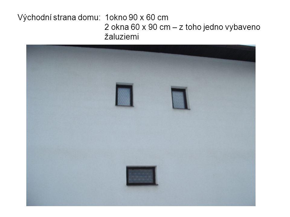 Východní strana domu: 1okno 90 x 60 cm 2 okna 60 x 90 cm – z toho jedno vybaveno žaluziemi