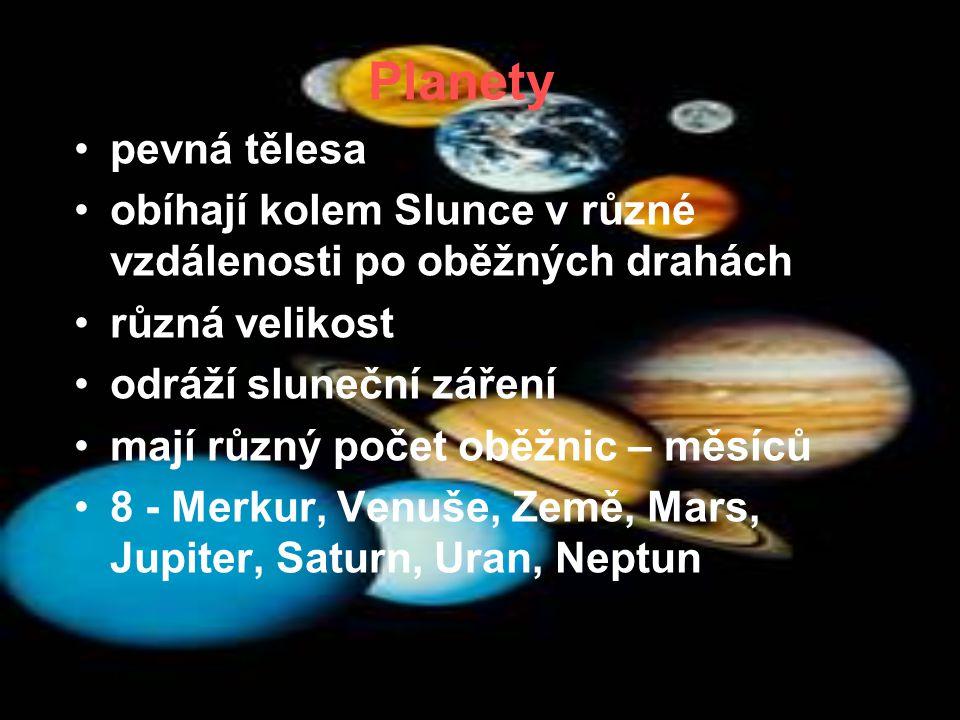 Planety pevná tělesa obíhají kolem Slunce v různé vzdálenosti po oběžných drahách různá velikost odráží sluneční záření mají různý počet oběžnic – měsíců 8 - Merkur, Venuše, Země, Mars, Jupiter, Saturn, Uran, Neptun