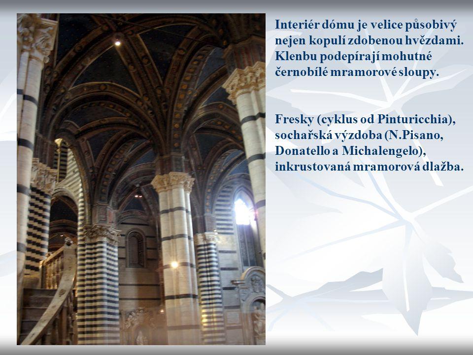 Interiér dómu je velice působivý nejen kopulí zdobenou hvězdami. Klenbu podepírají mohutné černobílé mramorové sloupy. Fresky (cyklus od Pinturicchia)