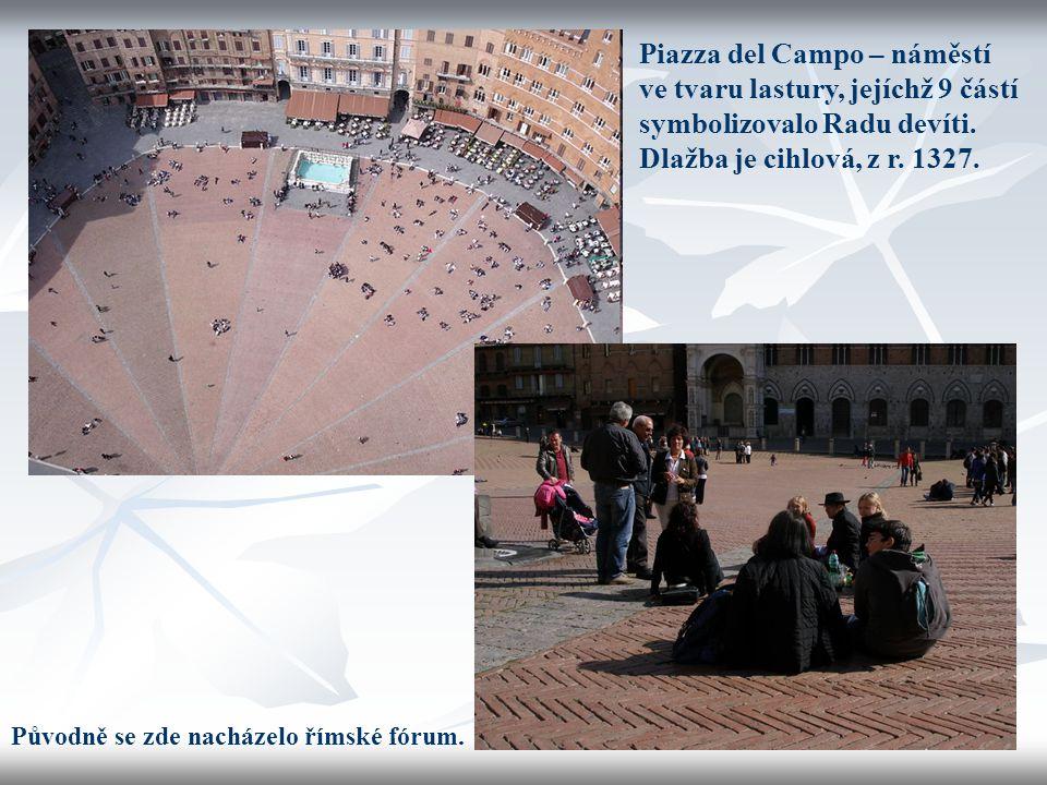 Piazza del Campo – náměstí ve tvaru lastury, jejíchž 9 částí symbolizovalo Radu devíti. Dlažba je cihlová, z r. 1327. Původně se zde nacházelo římské