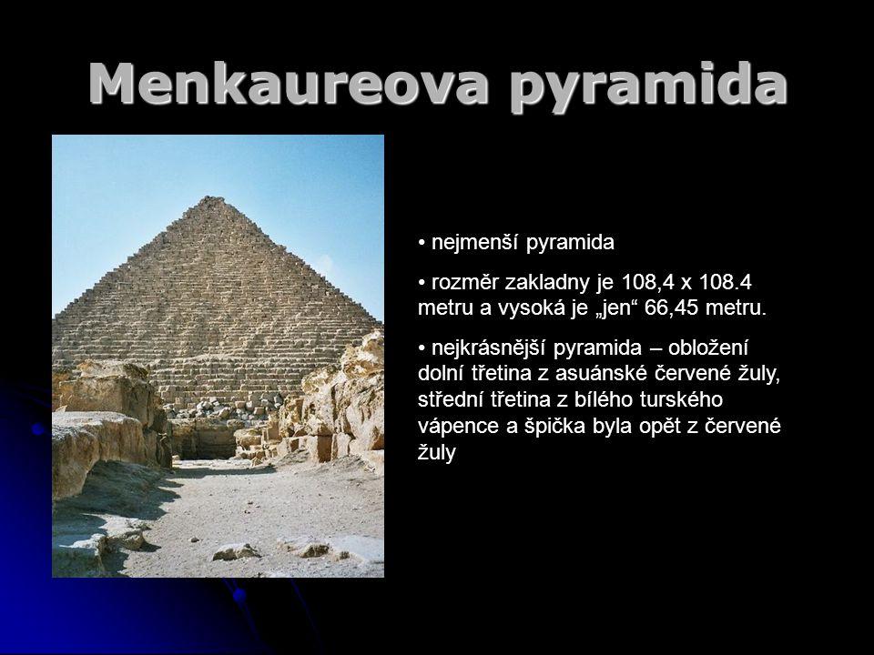 """Menkaureova pyramida nejmenší pyramida rozměr zakladny je 108,4 x 108.4 metru a vysoká je """"jen"""" 66,45 metru. nejkrásnější pyramida – obložení dolní tř"""