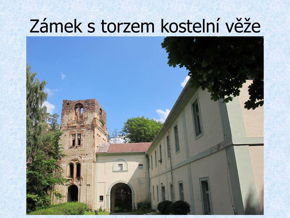 Zámek s torzem kostelní věže