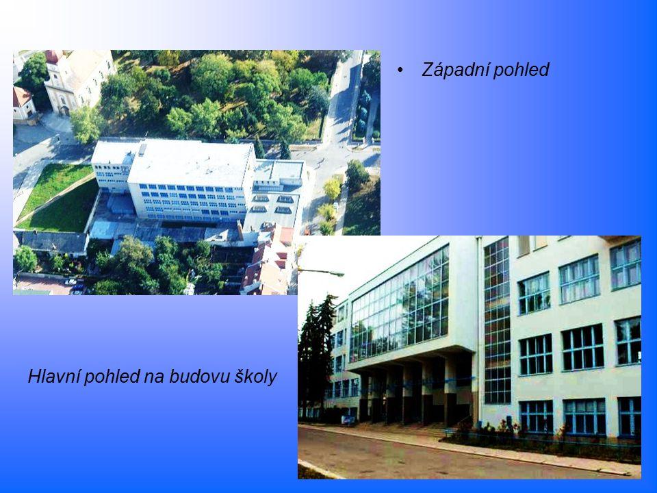 Hlavní pohled na budovu školy Západní pohled
