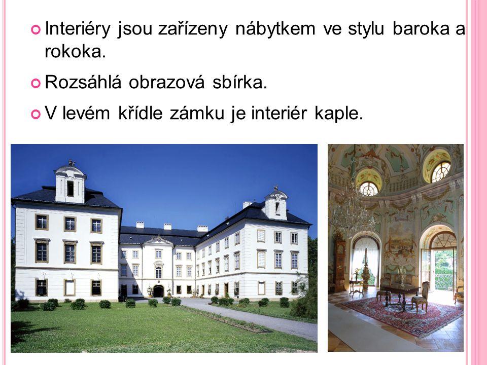Interiéry jsou zařízeny nábytkem ve stylu baroka a rokoka.