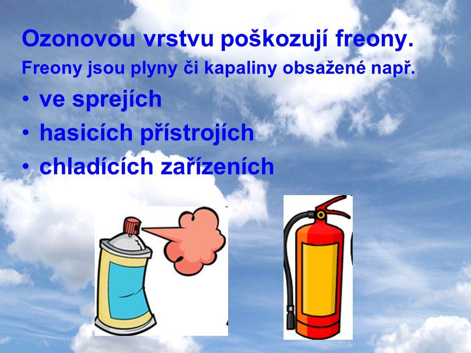 Ozonovou vrstvu poškozují freony. Freony jsou plyny či kapaliny obsažené např. ve sprejích hasicích přístrojích chladících zařízeních
