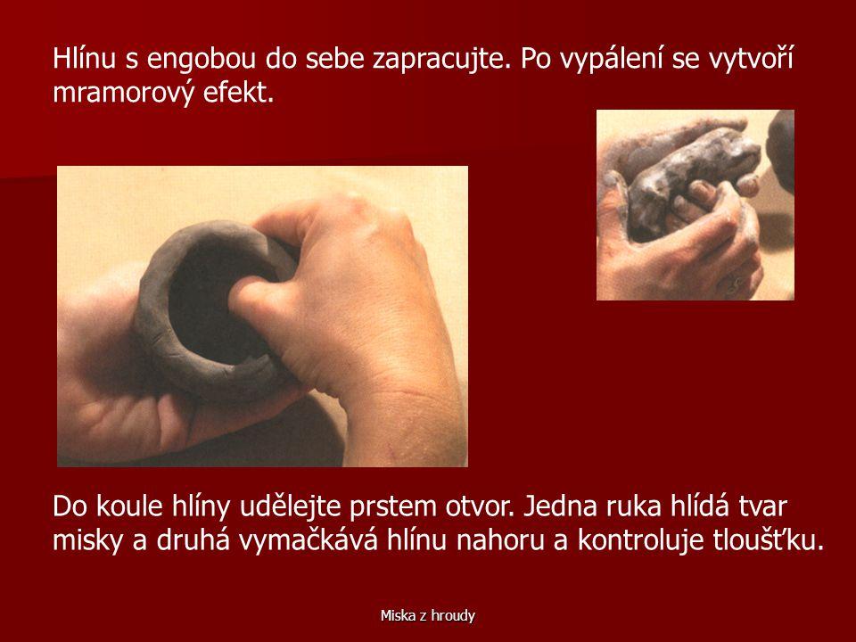 Miska z hroudy Do hroudy hlíny vytlačte prstem důlek.