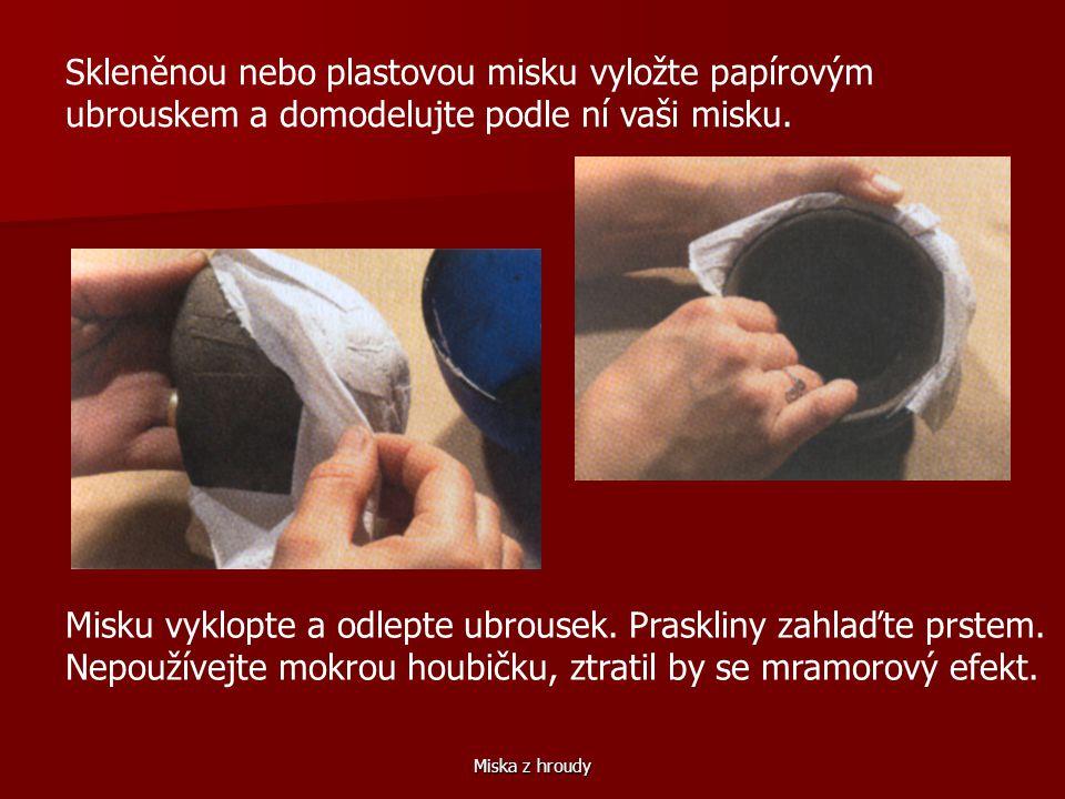 Miska z hroudy Skleněnou nebo plastovou misku vyložte papírovým ubrouskem a domodelujte podle ní vaši misku.