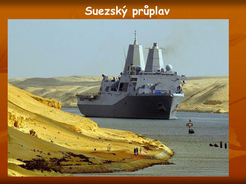 Suezský průplav  spojuje Rudé a Středozemní moře  163 km  otevřen od roku 1869  ročně tudy propluje asi 20 000 lodí  plavba trvá 11-16 hodin 1