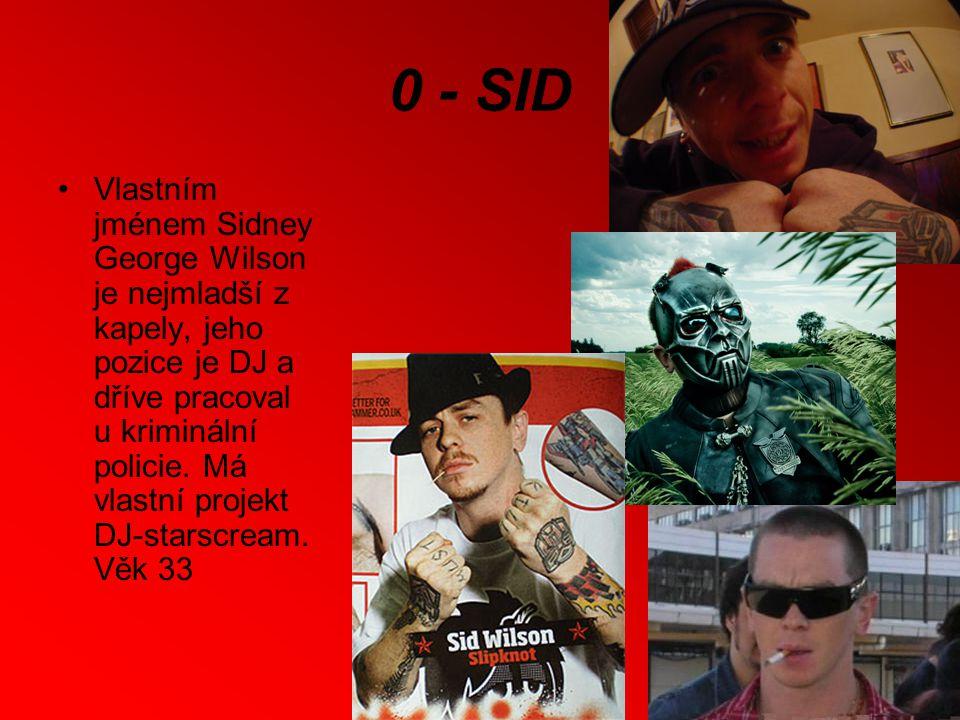 0 - SID Vlastním jménem Sidney George Wilson je nejmladší z kapely, jeho pozice je DJ a dříve pracoval u kriminální policie.