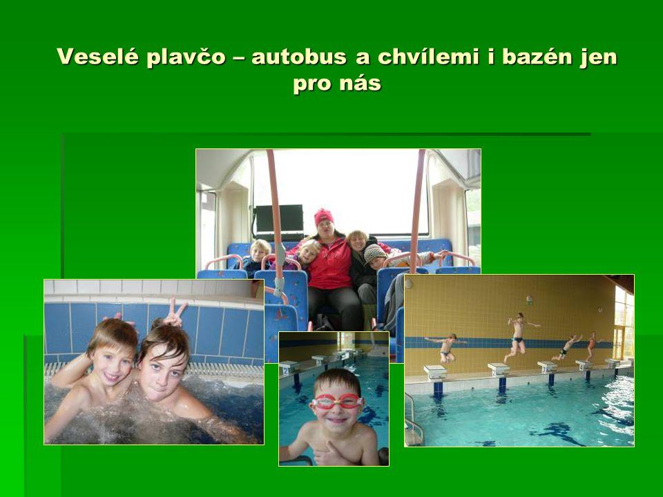 Veselé plavčo – autobus a chvílemi i bazén jen pro nás