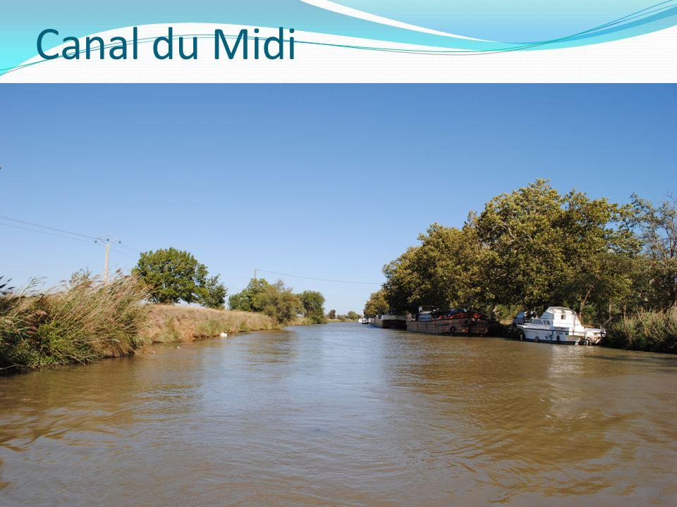 Canal du Midi 240 km dlouhé technické vodní dílo vybudované v letech 1666-1682 spojuje Atlantický oceán a Středozemní moře