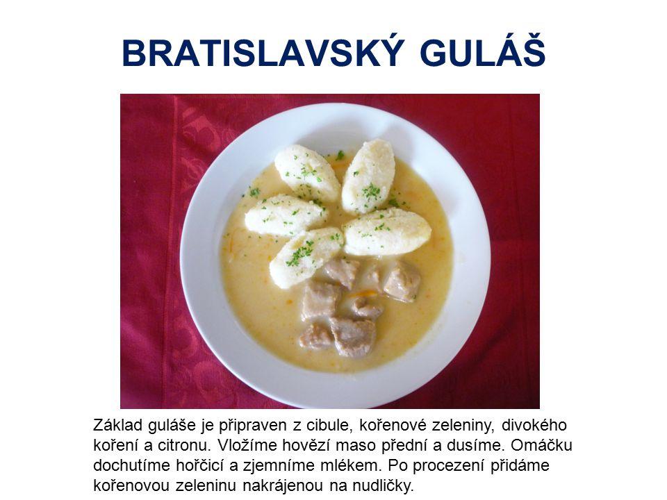 BRATISLAVSKÝ GULÁŠ Základ guláše je připraven z cibule, kořenové zeleniny, divokého koření a citronu. Vložíme hovězí maso přední a dusíme. Omáčku doch