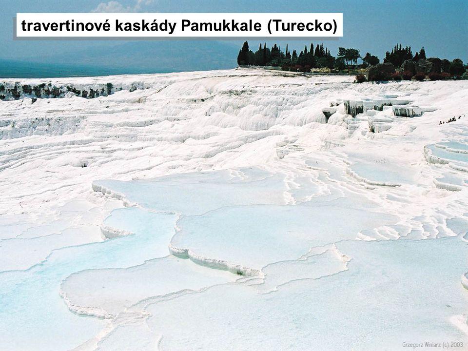 travertinové kaskády Pamukkale (Turecko)