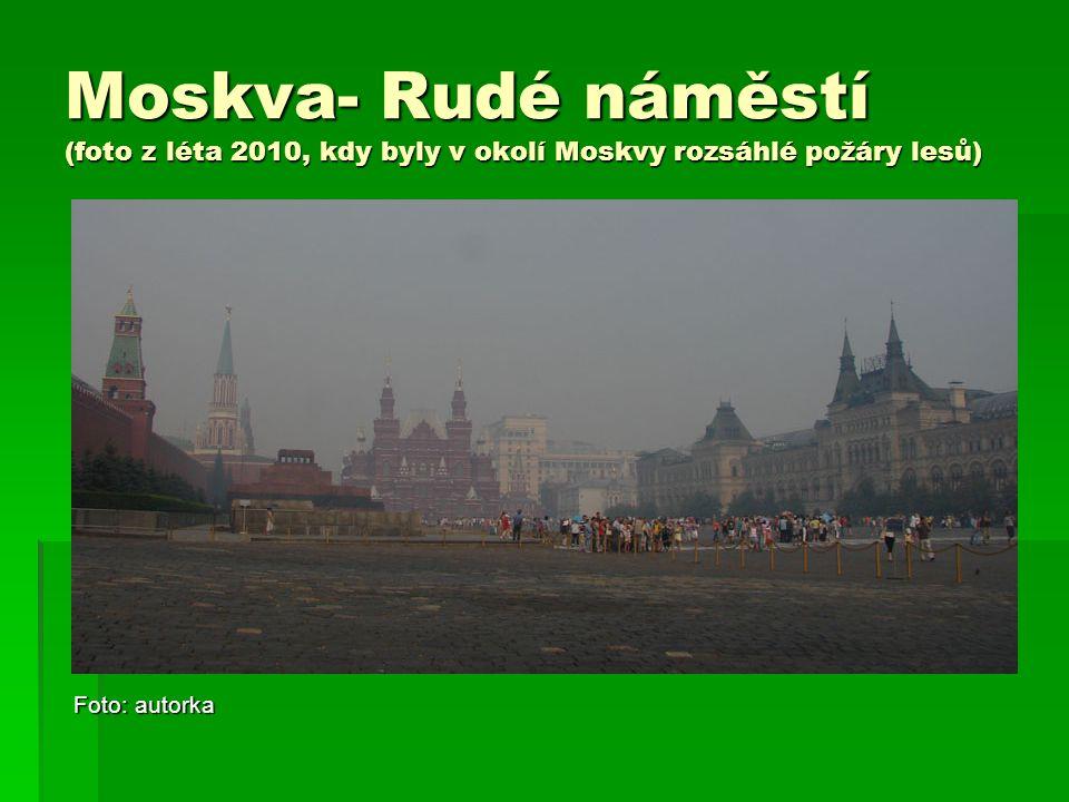 Moskva- Rudé náměstí (foto z léta 2010, kdy byly v okolí Moskvy rozsáhlé požáry lesů) Foto: autorka