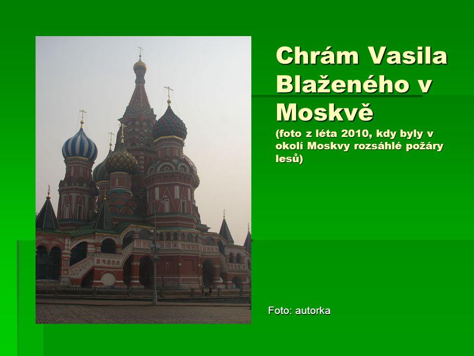Chrám Vasila Blaženého v Moskvě (foto z léta 2010, kdy byly v okolí Moskvy rozsáhlé požáry lesů) Foto: autorka