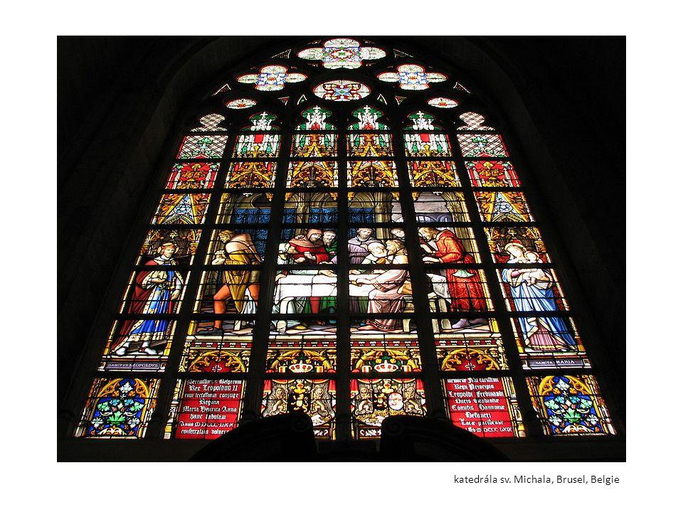 """Úkoly pro žáky Vytvořte Giocondami návrh na vitráž gotického okna Vyberte si ze dvou možností zpracování - jednotlivé """"skleněné dílky oddělte stříháním a nalepením na tmavý podklad nebo """"olověné pásky namalujte štětcem pomocí černé tuše Při dělení dodržujte okraje tvarů a barev – v jednom """"sklíčku nemohou být 2 barvy"""