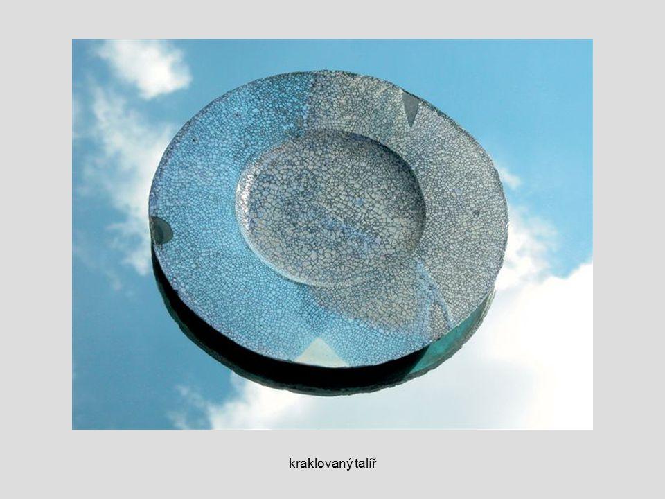 kraklovaný talíř