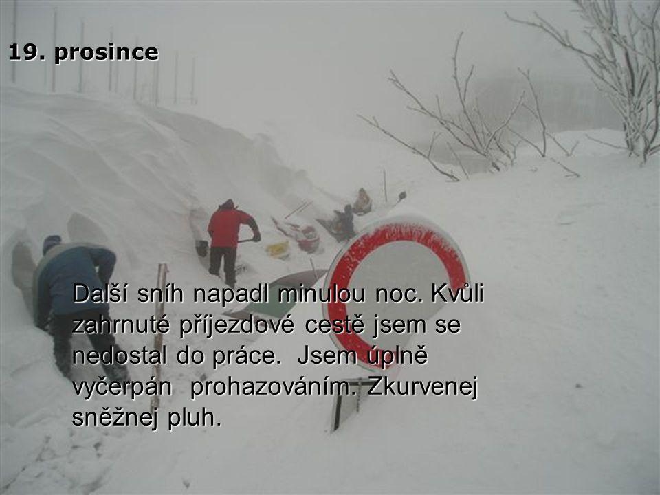 Minulou noc připadl další bílý sníh. Sněžný pluh si zopakoval žertík s příjezdovou cestou.