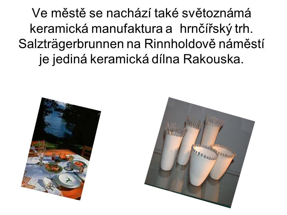 Ve městě se nachází také světoznámá keramická manufaktura a hrnčířský trh. Salzträgerbrunnen na Rinnholdově náměstí je jediná keramická dílna Rakouska