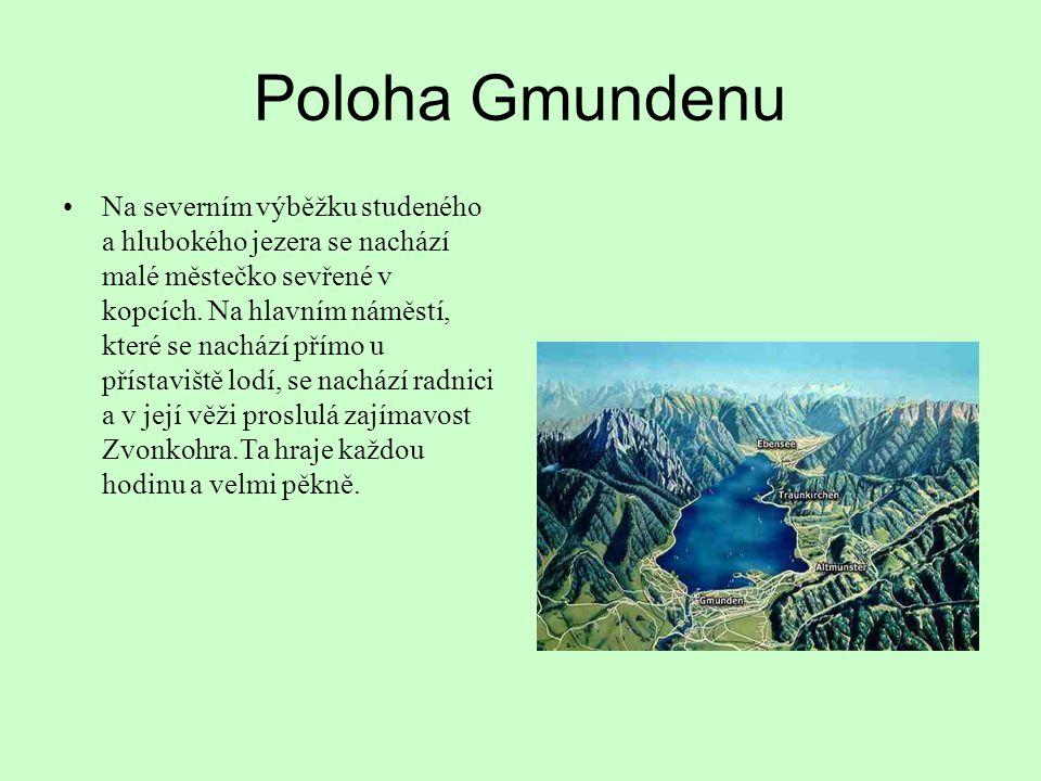 Poloha Gmundenu Na severním výběžku studeného a hlubokého jezera se nachází malé městečko sevřené v kopcích. Na hlavním náměstí, které se nachází přím