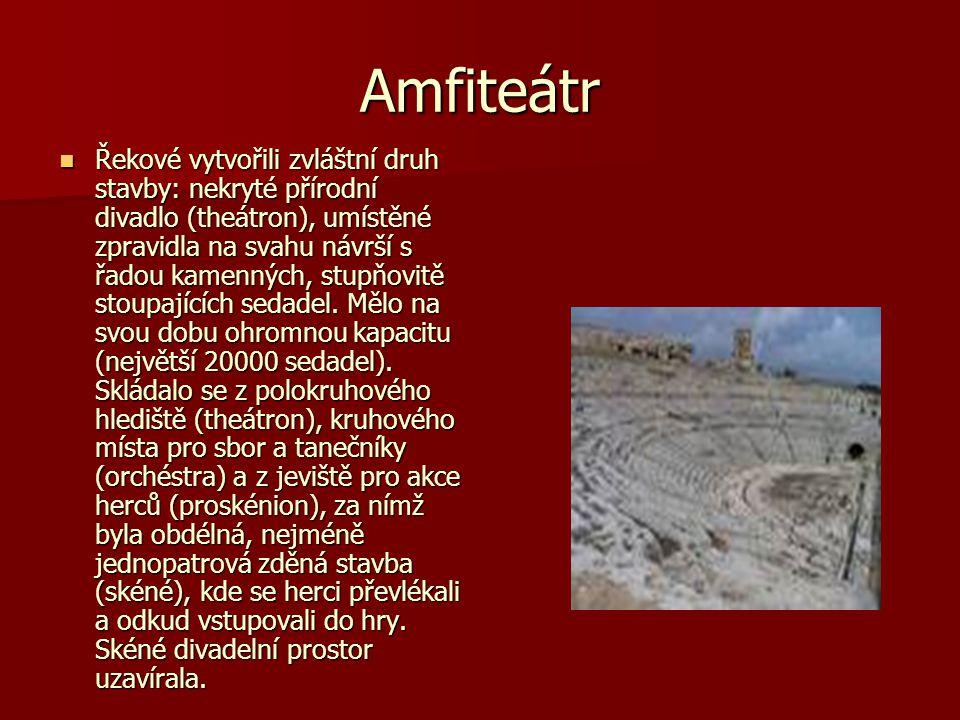 Amfiteátr Řekové vytvořili zvláštní druh stavby: nekryté přírodní divadlo (theátron), umístěné zpravidla na svahu návrší s řadou kamenných, stupňovitě